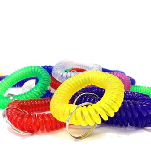 Karen Pryorin herkullisen värikkäitä naksutinhihnoja kasassa.
